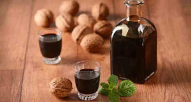 Liquori fatti in casa. Ecco 5 ricette per 5 liquori della tradizione napoleena che non devono mai mancare in una casa
