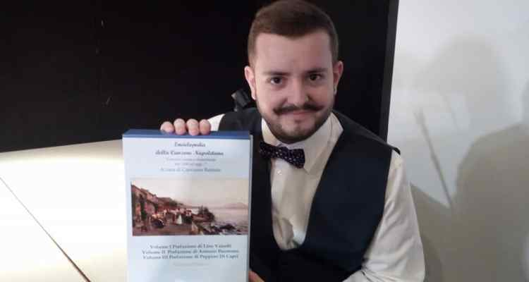 Giovanni Battista giovane napoletano, ha scritto e pubblicato la nuova Enciclopedia della Canzone Napoletana. Dal 1200 ad oggi.