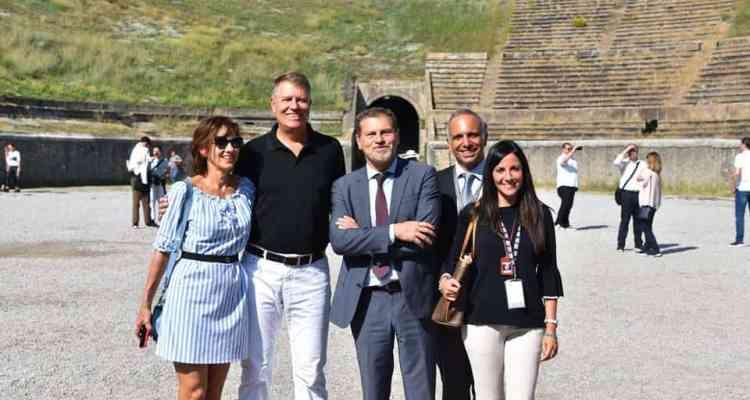 Klaus Iohannis e sua moglie Carmen hanno visitato gli Scavi, scortati da speciali squadre antiterrorismo. Lo stupore del Presidente rumeno.