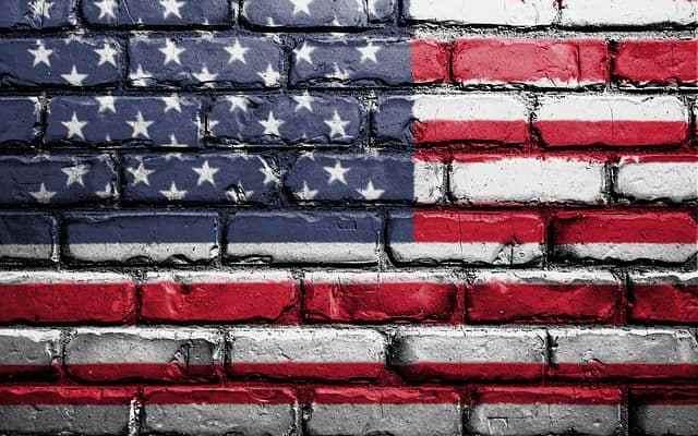 """Trump dichiara l'""""emergenza nazionale"""" per usufruire dei fondi per la costruzione del muro al confine con il Messico."""