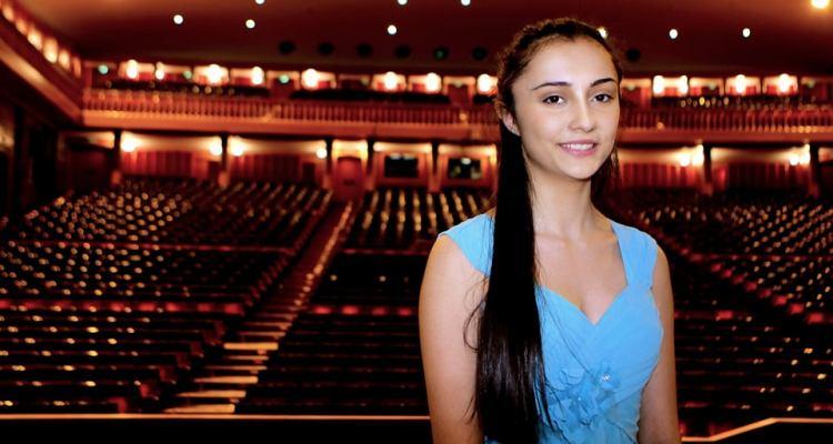 Nonostante la giovanissima età (15 anni),la pianista vanta già una serie di riconoscimenti a concorsi nazionali ed internazionali