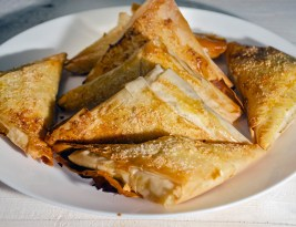 〈 Rapid 〉 Plăcinta cu urdă și stafide/ Pie with ricotta and raisins