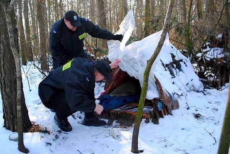 Akcja ZIMA 2019/2020 - działania pomocowe lubińskich policjantów. Ty też nie bądź obojętny