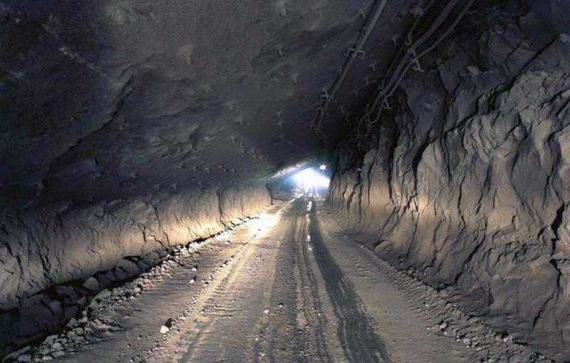 Górnik wydobyty na powierzchnię