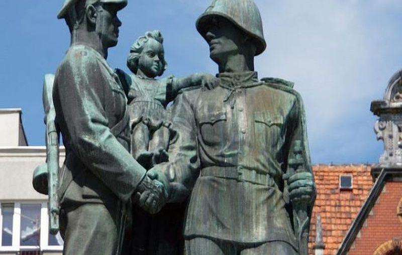 Legnica. Pomnik wdzięczności zniknie z placu Słowiańskiego