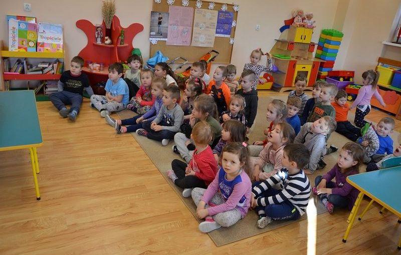 Teatr obrazkowy w przedszkolu w Raszówce
