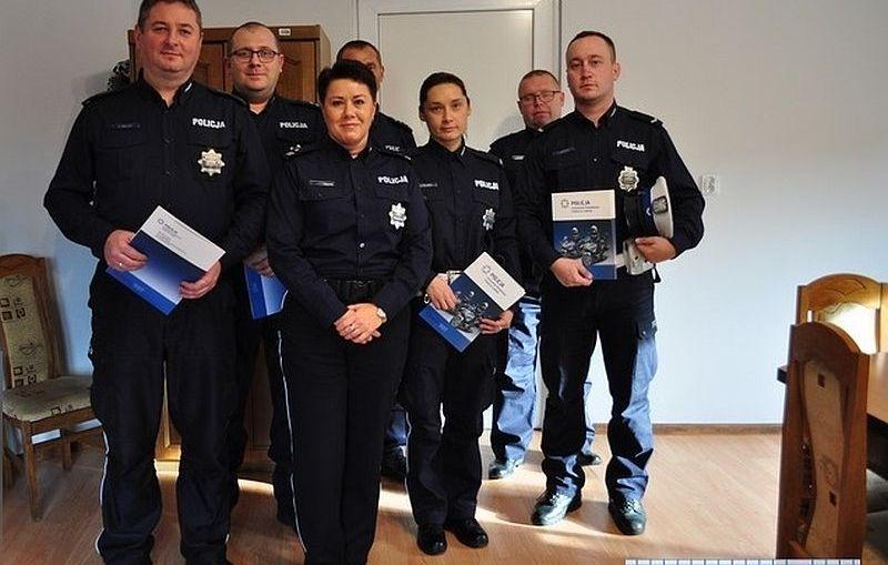 Podziękowania dla policjantów, którzy ratowali ludzi z płonącego budynku