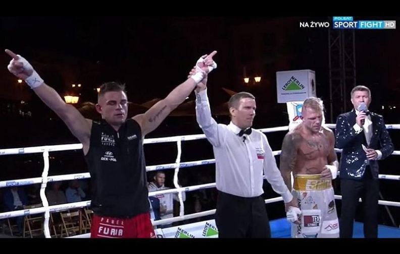 Lubinianin Paweł Czyżyk wygrywa na gali boksu zawodowego w Białymstoku