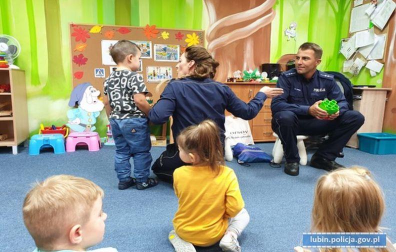 Lubińscy Policjanci rozmawiali z przedszkolakami o bezpieczeństwie