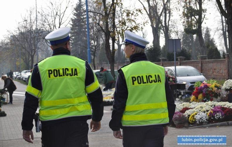"""Policjanci apelują o rozwagę na drodze. Akcja """"ZNICZ 2019"""""""
