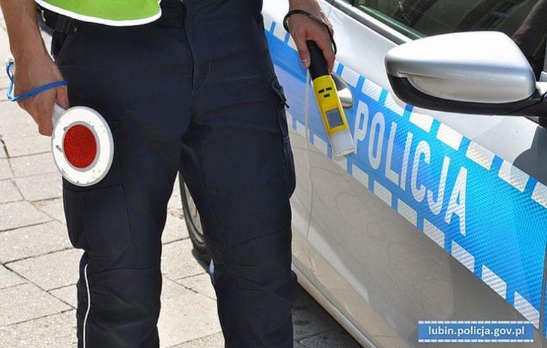 """""""Alkohol i narkotyki"""" – działania prewencyjne lubińskich policjantów."""