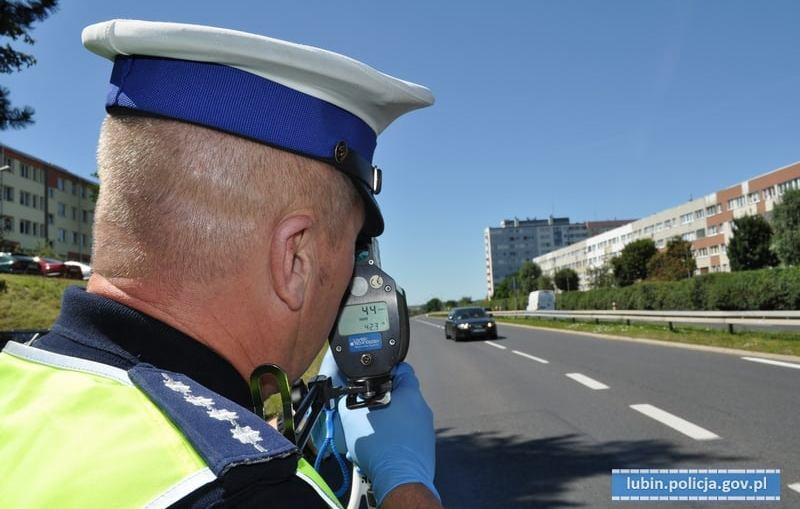 """Lubińscy policjanci już od rana prowadzą działania pn. """"Prędkość""""."""