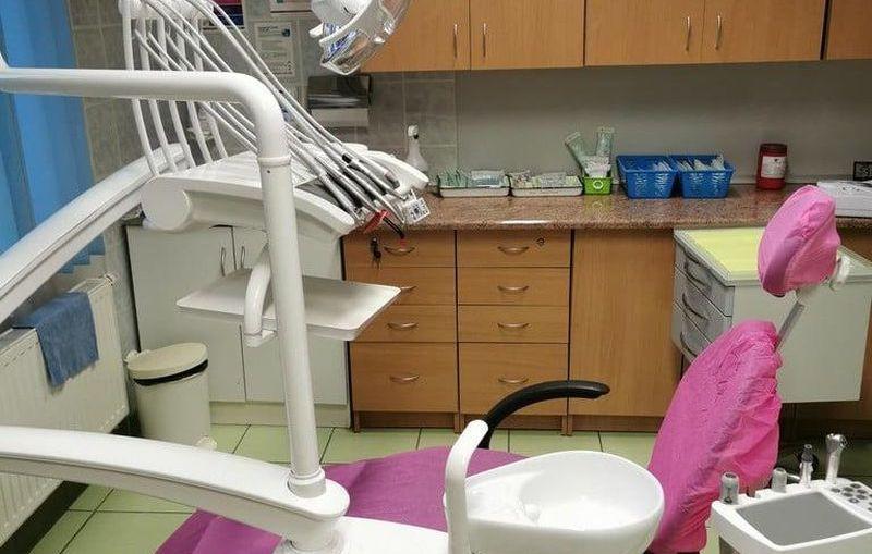 Nowoczesny fotel dentystyczny w Ośrodku Zdrowia w Raszówce