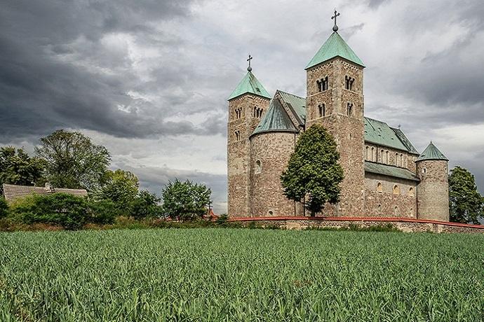 Nawiedzone miejsca w Polsce - Kościół w Tumie