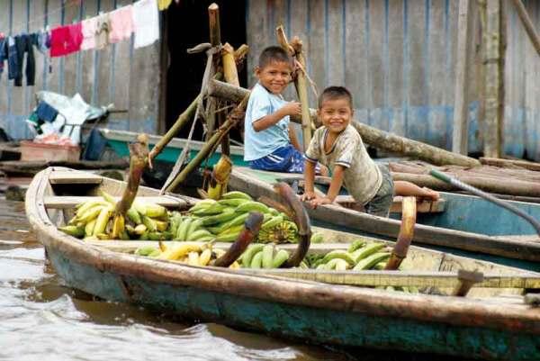 Na zakupy najłatwiej dopłynąć łodzią