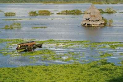 Widok na Itaya – starorzecze Amazonki – z bulwaru Malecon Madonaldo w Iquitos