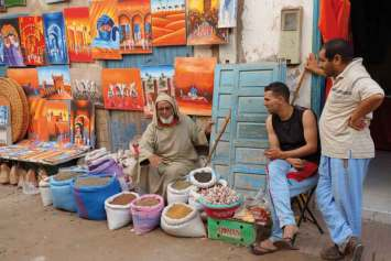 Swoje wyroby oferują liczni lokalni artyści
