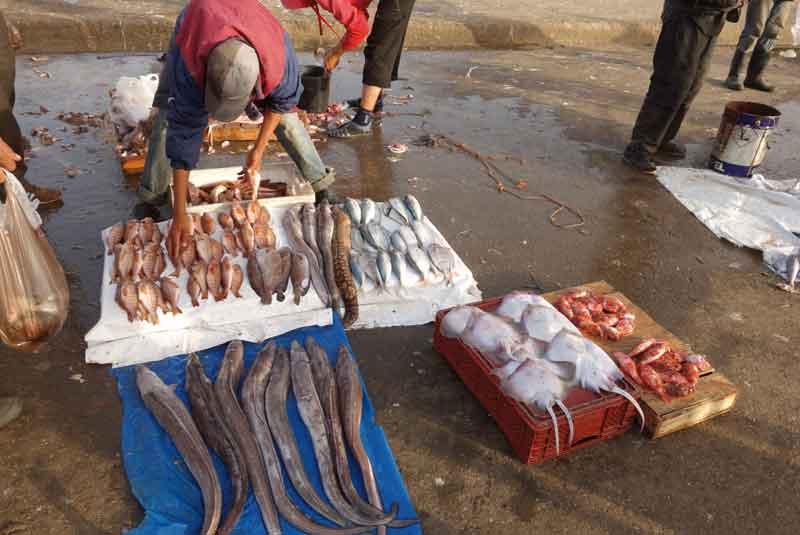 Nie wszystkie produkty oferowane przez ulicznych handlarzy trafiają w gusta Europejczyków