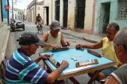 Domino, ulubiona rozrywka starszych Kubańczyków