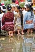 Deszcz nie przeszkadza w modlitwie