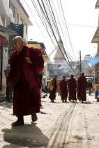 Mnisi buddyjscy przy stupie Boudhnath