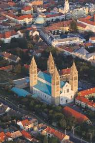 sza część miasta, na pierwszym planie katedra św. Piotra