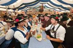 Hofdult, festyn po Zielonych Świątkach, przy piwie i smakołykach – jak to w Niemczech – pod wielkim namiotem.