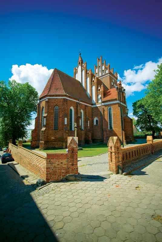 Jedyną zachowaną gniewską świątynią jest gotycki kościół św. Mikołaja zbudowany przez Krzyżaków w XIV w.