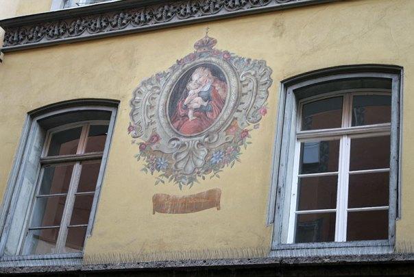 Wizerunek Madonny na fasadzie kamienicy w Innsbrucku, fot. Paweł Wroński