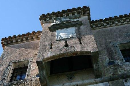 Motovun. Stare mury z detalami architektonicznymi z piaskowca, tworzą iście włoską atmosferę, fot. Paweł Wroński