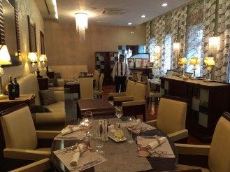 """Hotel """"Waldinger"""" w Osijeku, elegancka sala restauracyjna na parterze, fot. Paweł Wroński"""
