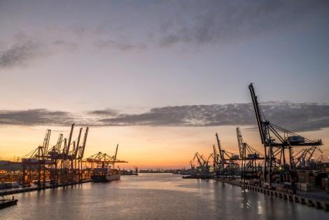 Gdyński port - widok na terminla kontenerowy