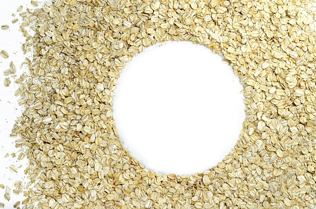 Hafermilch ist eine gute Alternative zu Milch im Müsli.