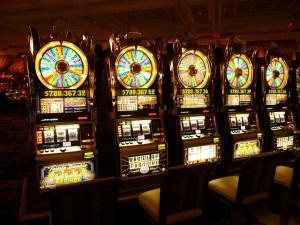 Dopamin wird bei potentiell suchtauslösenden Tätigkeiten wie Glücksspiel ausgelöst.