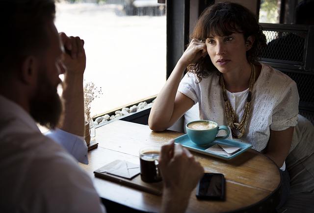 Anwesend sein und wirklich Zuhören ist eine fast vergessene Qualität sozialer Beziehungen.