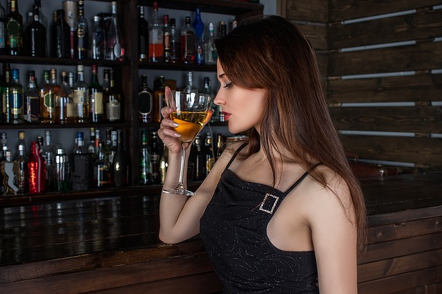 Essen oder Alkohol scheinen kurzfristig dafür zu sorgen, dass es uns besser geht.