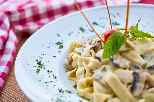 Pasta sind ein bekanntes Beispiel für kohlenhydratreiche Lebensmittel.