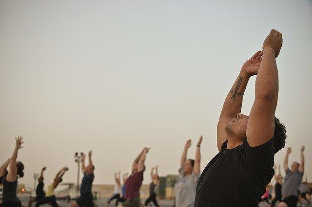 Bewegungen wie in Yoga und Tanz machen uns glücklich.