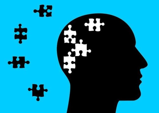 Erste Anzeichen kognitiver Beeinträchtigung sind schon bis zu 20 Jahre vor einer Diagnose feststellbar.