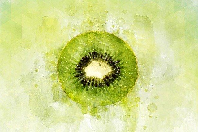 Vitamin C ist in Kiwis enthalten und unterstützt dein Immunsystem auch nach der Quarantäne.
