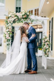 Intimate and Joyful Wedding Photography in Cape May, NJ by Magdalena Studios_0037