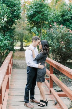 Cozy and Romantic Autumn Engagement Photography by Magdalena Studios_0001
