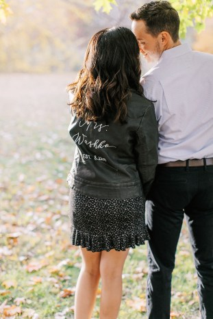 Cozy and Romantic Autumn Engagement Photography by Magdalena Studios_0011