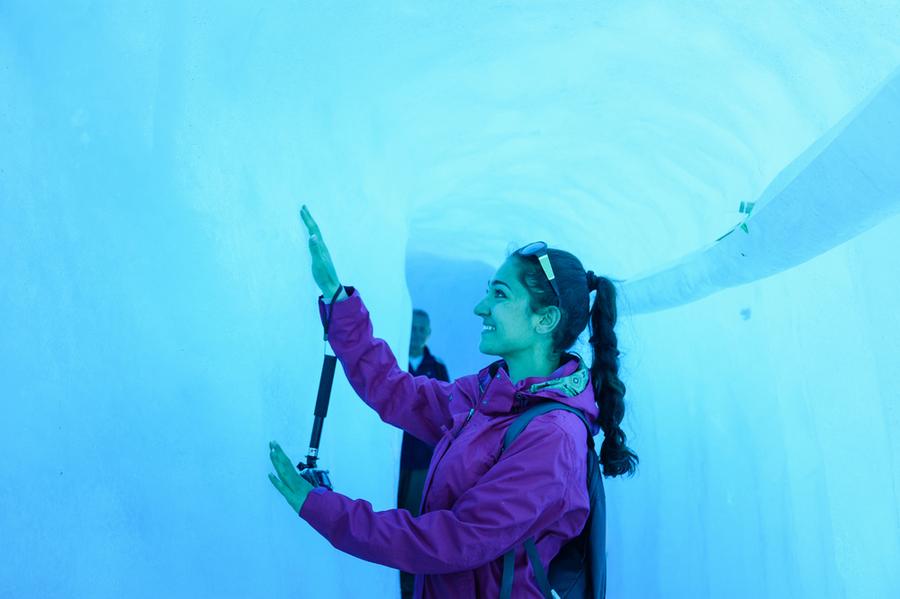 Вътрешността на глетчера Рьоне, Швейцария