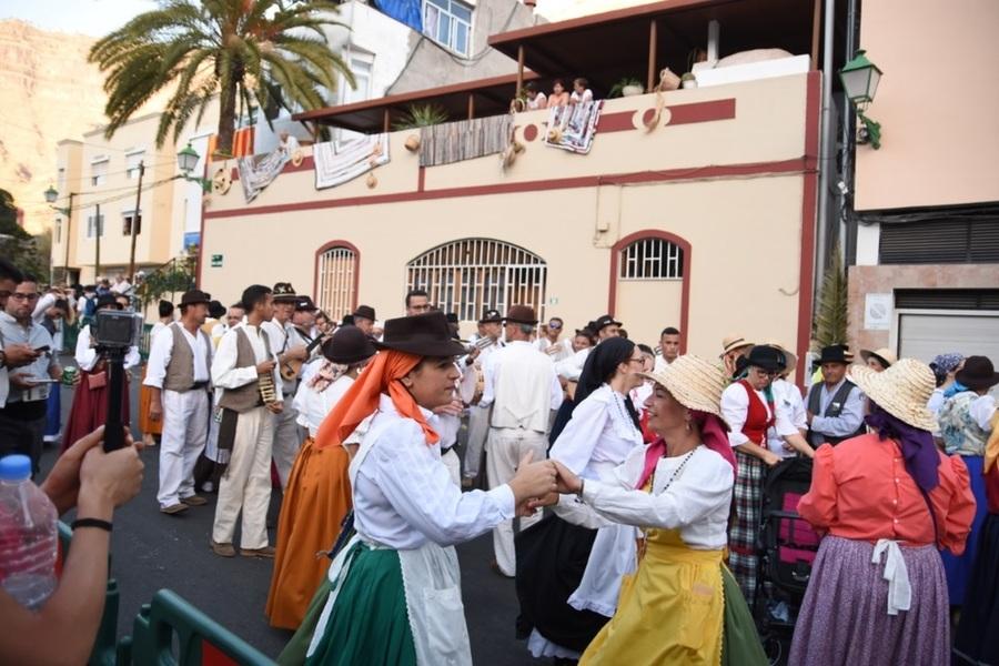 Танци по време на фиестата в Моган, Гран Канария.