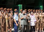 President SBY and Mrs Ani Yudhoyono pictured with female cadets of the Indonesian Military Academy or Akmil.