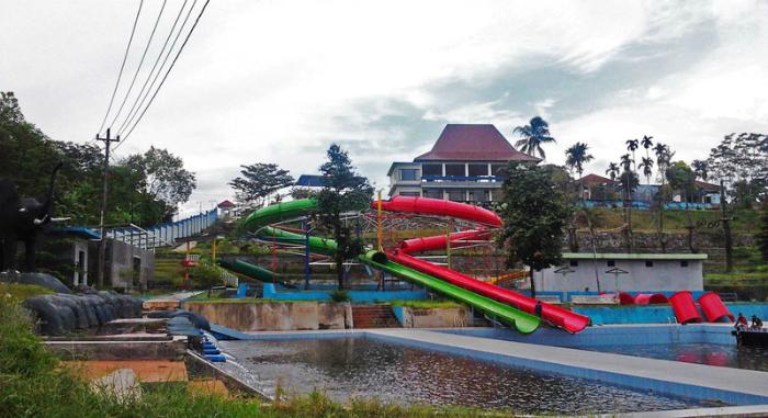 Wisata Taman Air Kalibening