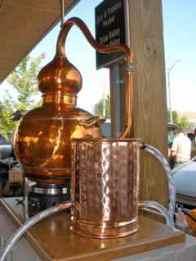 Alembic copper still for hyrodistillation