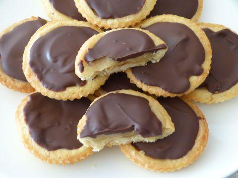tartelettes mit karamell und schokolade