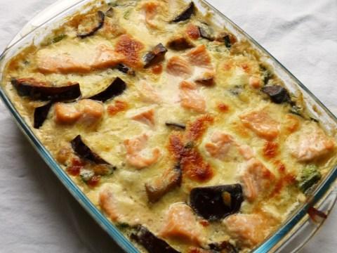 gratin mit lachs, aubergine und miso-bechamel
